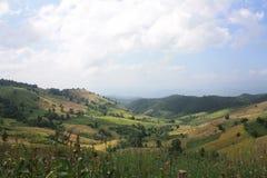Όμορφο τοπίο του βουνού στη φύση στοκ εικόνα