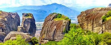 Όμορφο τοπίο των βράχων Meteora στην ανατολή, Ελλάδα Στοκ φωτογραφία με δικαίωμα ελεύθερης χρήσης