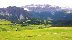 Όμορφο τοπίο των δολομιτών η νότια σειρά βουνών ορών ασβεστόλιθων απόθεμα βίντεο