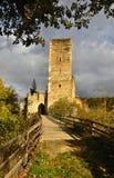 Όμορφο τοπίο φθινοπώρου στην Αυστρία με μια συμπαθητική παλαιά καταστροφή της Kaja Castle Εθνική κοιλάδα Thaya πάρκων, χαμηλότερη Στοκ Εικόνες