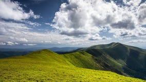 Όμορφο τοπίο φύσης βουνών και σύννεφων χρονικού σφάλματος απόθεμα βίντεο