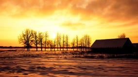 Όμορφο τοπίο χειμερινού ηλιοβασιλέματος στοκ εικόνες