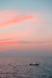 Όμορφο τροπικό ρόδινο ηλιοβασίλεμα Στοκ Εικόνα