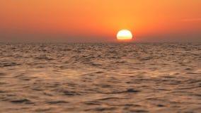Όμορφο τροπικό τοπίο παραλιών και θάλασσας στο χρόνο ηλιοβασιλέματος φιλμ μικρού μήκους