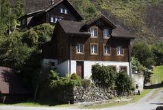 Όμορφο υπόβαθρο της Ελβετίας με τη χλόη και Στοκ Εικόνα