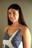 Όμορφο δυτικό κορίτσι που εξετάζει το θεατή Στοκ εικόνες με δικαίωμα ελεύθερης χρήσης