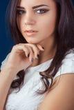 όμορφο φυσικό πορτρέτο κοριτσιών ματιών ομορφιάς makeup Στοκ φωτογραφία με δικαίωμα ελεύθερης χρήσης