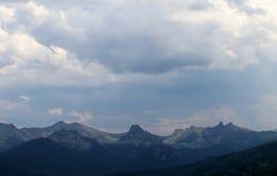 Όμορφο φυσικό τοπίο βουνών Στοκ Φωτογραφίες