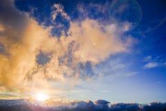 Όμορφο φυσικό τοπίο με τα δραματικές σύννεφα και τις ηλιαχτίδες Στοκ φωτογραφία με δικαίωμα ελεύθερης χρήσης