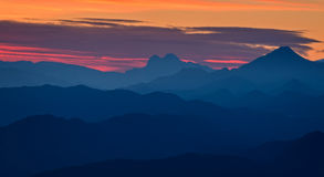 Όμορφο φως ηλιοβασιλέματος στα ισπανικά βουνά Στοκ Εικόνες