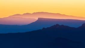 Όμορφο φως ηλιοβασιλέματος στα ισπανικά βουνά Serra δ Entrepe Στοκ Εικόνες