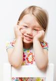 Όμορφο χαμογελώντας μικρό κορίτσι στοκ φωτογραφία με δικαίωμα ελεύθερης χρήσης