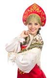Όμορφο χαμογελώντας ρωσικό κορίτσι στο λαϊκό κοστούμι στοκ εικόνα με δικαίωμα ελεύθερης χρήσης