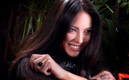 Όμορφο χαμόγελο του νέου brunette Στοκ φωτογραφία με δικαίωμα ελεύθερης χρήσης