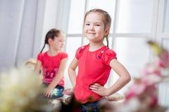 Όμορφο χαμόγελο μικρών κοριτσιών Στοκ εικόνες με δικαίωμα ελεύθερης χρήσης