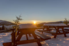 Όμορφο χειμερινό ηλιοβασίλεμα στα γιγαντιαία βουνά Στοκ φωτογραφίες με δικαίωμα ελεύθερης χρήσης