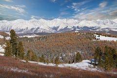 Όμορφο χειμερινό τοπίο, βουνά Ρωσία Altai Στοκ εικόνα με δικαίωμα ελεύθερης χρήσης