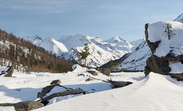 Όμορφο χειμερινό τοπίο, βουνά Altai, Σιβηρία, Ρωσία Στοκ εικόνα με δικαίωμα ελεύθερης χρήσης