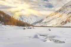 Όμορφο χειμερινό τοπίο, βουνά Altai, Σιβηρία, Ρωσία στοκ φωτογραφίες
