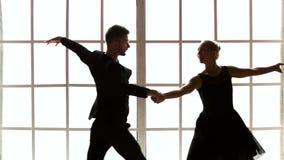 Όμορφο χορεύοντας ζεύγος, σε αργή κίνηση απόθεμα βίντεο