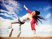 Όμορφο χορεύοντας κορίτσι στη μετακίνηση στοκ εικόνα