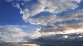 Όμορφο χρόνος-σφάλμα σύννεφων ηλιοβασιλέματος βραδιού φιλμ μικρού μήκους