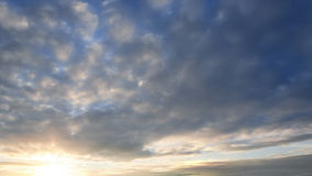 Όμορφο χρόνος-σφάλμα σύννεφων ηλιοβασιλέματος βραδιού απόθεμα βίντεο