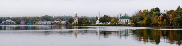 Όμορφο χωριό σε μια λίμνη στον ανατολικό Καναδά Στοκ φωτογραφία με δικαίωμα ελεύθερης χρήσης
