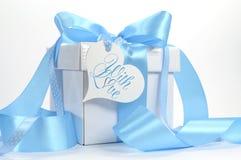 Όμορφο χλωμό μπλε δώρο μωρών aqua Στοκ Εικόνες