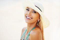Όμορφο όμορφο χαμόγελο γυναικών Στοκ φωτογραφία με δικαίωμα ελεύθερης χρήσης
