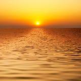 όμορφο ύδωρ ηλιοβασιλέμα& Στοκ Φωτογραφίες