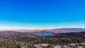 Όμορφο Arrowhead λιμνών όπως αντιμετωπίζεται από το πλαίσιο του κόσμου Στοκ Εικόνα