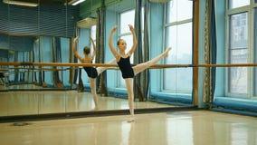 Όμορφο Ballerina σε Pointe απόθεμα βίντεο