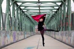 Όμορφο ballerina στην οδό Στοκ εικόνα με δικαίωμα ελεύθερης χρήσης