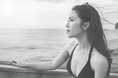 όμορφο bikini κορίτσι μαύρο λευκό Στοκ εικόνες με δικαίωμα ελεύθερης χρήσης