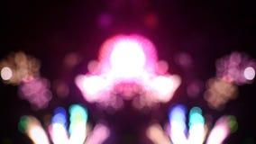 Όμορφο Bokeh των πυροτεχνημάτων στο νυχτερινό ουρανό απόθεμα βίντεο