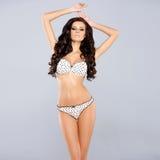 Όμορφο brunette που φορά προκλητικό lingerie Στοκ εικόνα με δικαίωμα ελεύθερης χρήσης