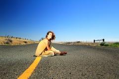 Όμορφο Brunette στο κάλυμμα Στοκ φωτογραφία με δικαίωμα ελεύθερης χρήσης