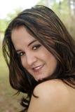 Όμορφο Brunette, υπαίθριο Headshot Στοκ Φωτογραφίες