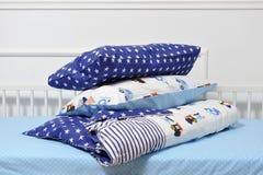 Όμορφο children& x27 κρεβάτι του s στα διαφορετικά χρώματα Στοκ εικόνα με δικαίωμα ελεύθερης χρήσης