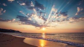 όμορφο cloudscape πέρα από τη θάλασσα απόθεμα βίντεο