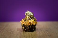 Όμορφο cupcake με τα φρούτα Στοκ Φωτογραφίες