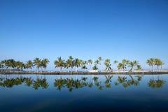 Όμορφο laguna με τους φοίνικες, μπλε ουρανός Στοκ Φωτογραφία