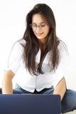 όμορφο lap-top επιχειρησιακών κοριτσιών στοκ φωτογραφίες με δικαίωμα ελεύθερης χρήσης