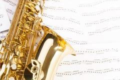Όμορφο saxophone alto με τα λεπτομερή κλειδιά, κουδούνι Στοκ Φωτογραφία