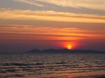Όμορφο seascape ηλιοβασιλέματος στην Ταϊλάνδη Στοκ Φωτογραφίες