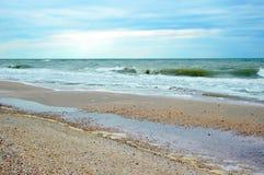 Όμορφο seascape μια νεφελώδη ημέρα Στοκ Εικόνες