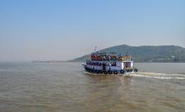 Όμορφο seascape στην αραβική θάλασσα ενώ σε μια βάρκα το ταξίδι σε Elephanta ανασκάπτει από την πύλη της Ινδίας στοκ εικόνα με δικαίωμα ελεύθερης χρήσης