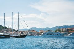 Όμορφο seascape της Κροατίας Ταξίδι, ιστιοπλοϊκό, διακοπές con Στοκ Εικόνες