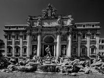 όμορφο TREVI της Ρώμης νύχτας πηγών Στοκ Φωτογραφία